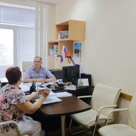 Главный инженер ГУП РК «Крымтеплокоммунэнерго» Сергей Забара и профильные специалисты предприятия, провели личный прием граждан. На приём с проблемными вопросами пришли четыре жителя Крыма.